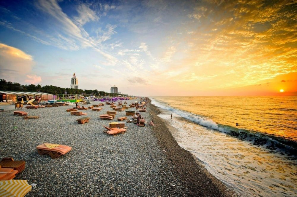 фото туры в Грузию, пляж в Батуми